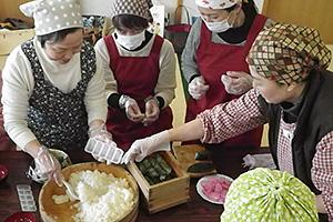 柿の葉寿司づくり